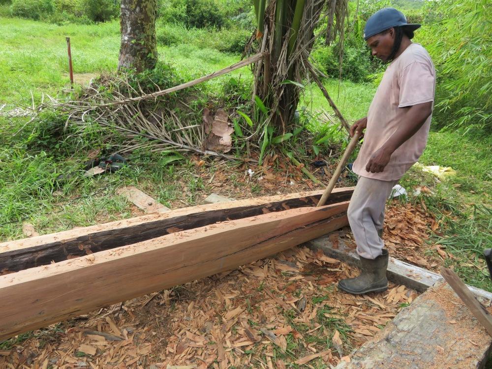 Construction d'un canot créole guyanais